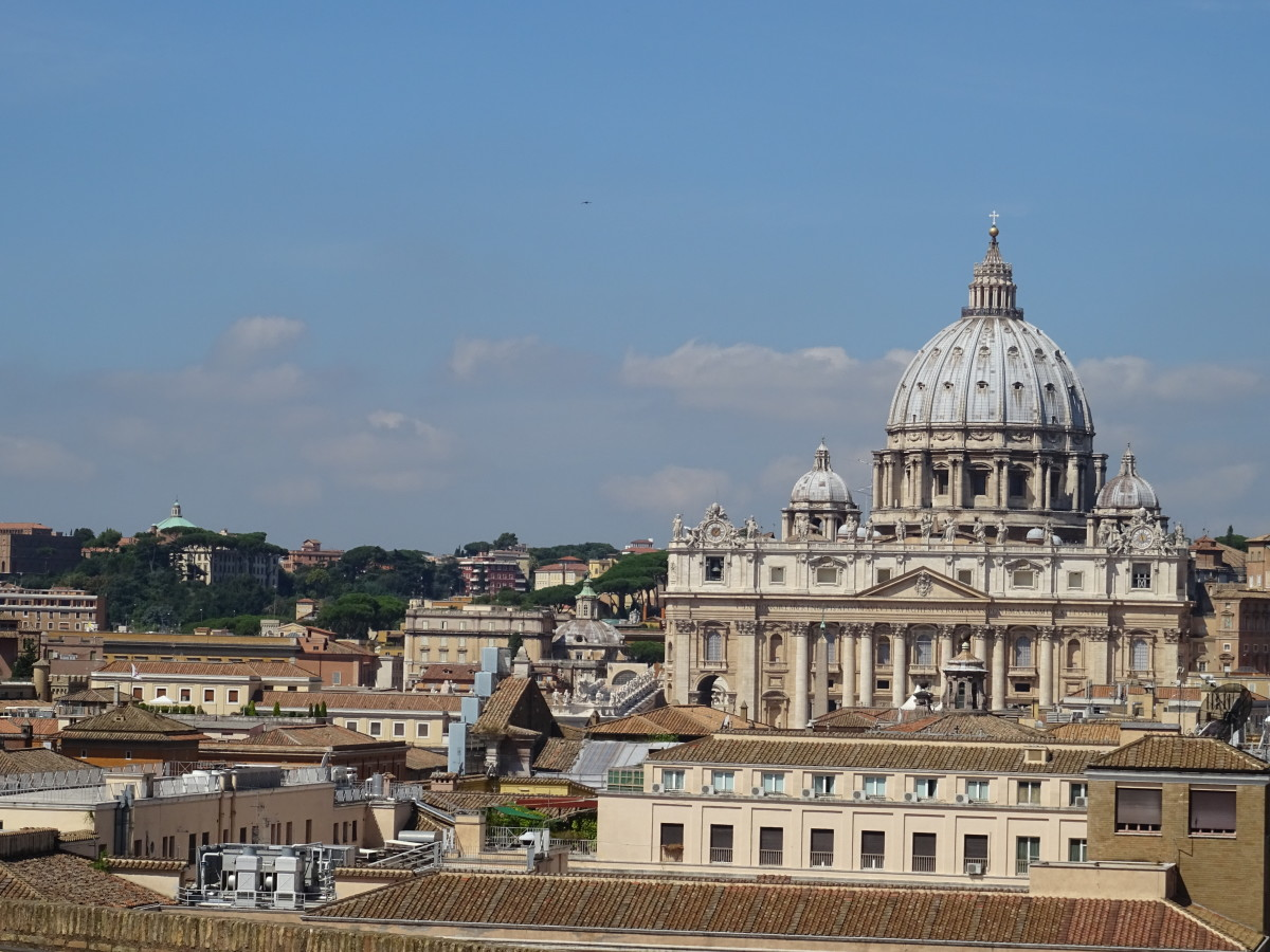 touring-rome-italy-very-crowded-strange-encounters-lovely-parks