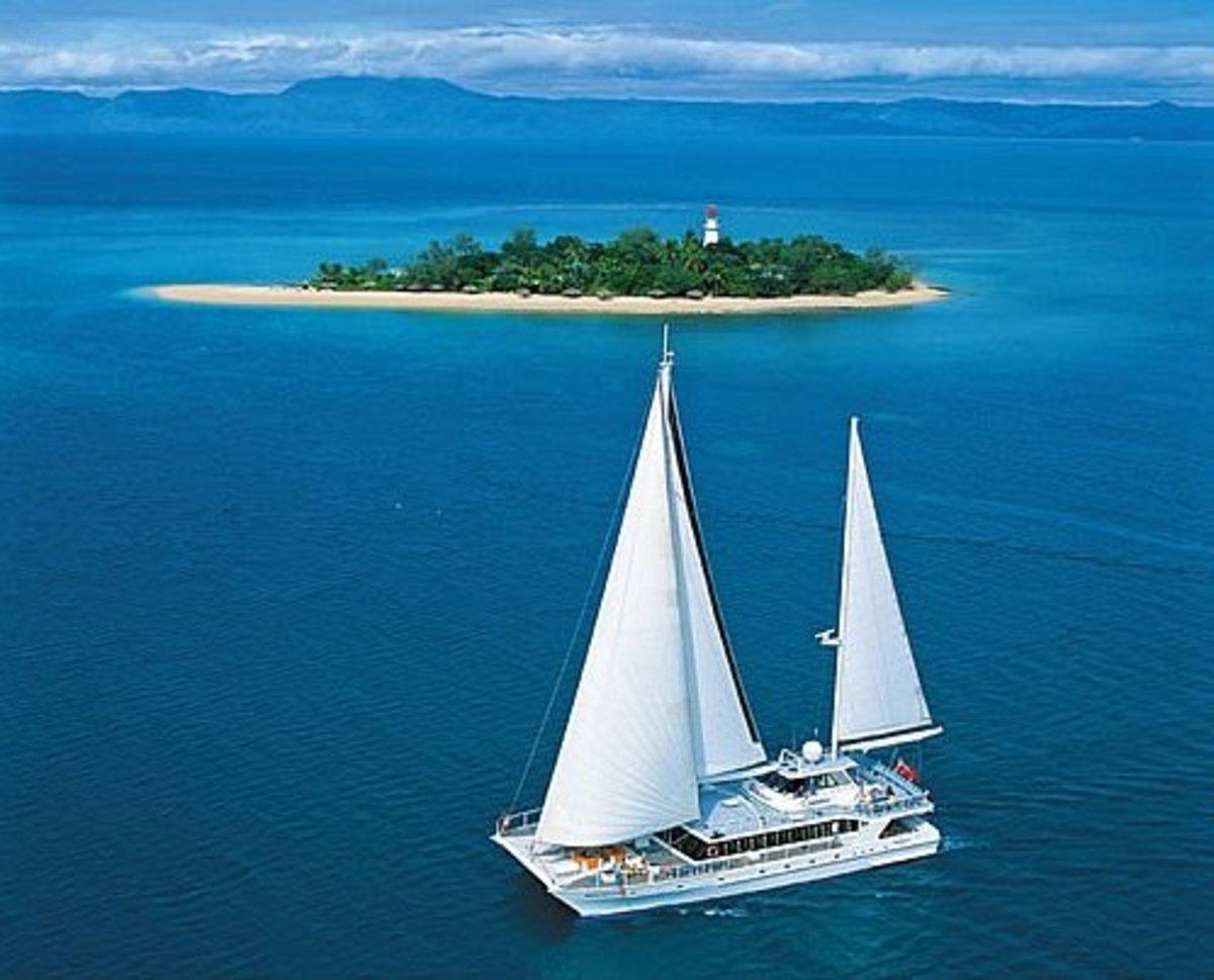 Best Australian Cruising Holidays - Tours, Sailing Cruises, Adventures, Scenic Boat Trips