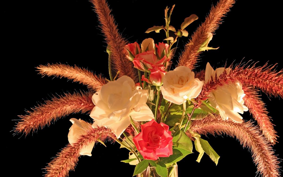 White and Orange Roses Centerpiece Photo
