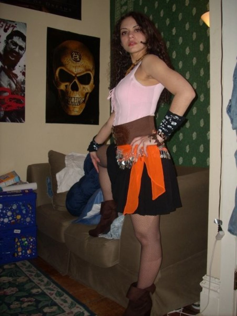 Wardrobe Pirate; Boots, fishnet stockings, skirt, chunky waist belt, corseted top, bangle scarf, and lots of accessories.