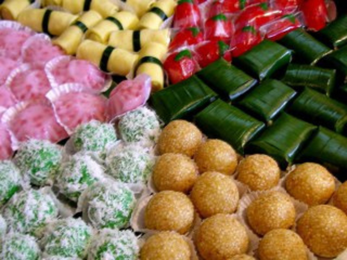 Kue Basah or Jajanan Pasar - Indonesian Traditional Rice Cakes (Photo courtesy by sutrisno2629 from Flickr.com)
