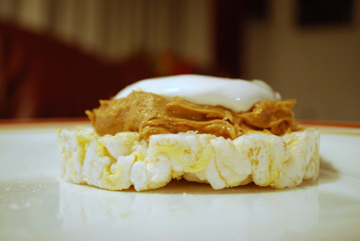 Rice Cake with Peanut Butter and Marshmallow on Top (Photo courtesy by slgskgc from Flickr.com)