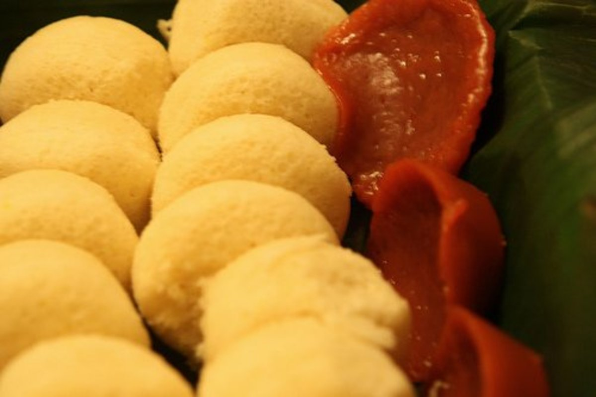 Puto and Kuchinta - Steamed Filipino Rice Cakes (Photo courtesy by highlimitzz from Flickr.com)