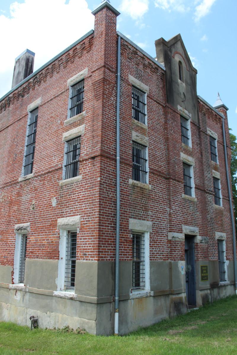 haunted-pauly-jail