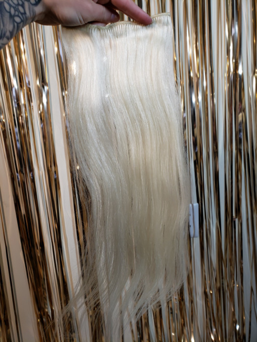 Tesshair 18-inch #60 platinum hair extensions before dyeing