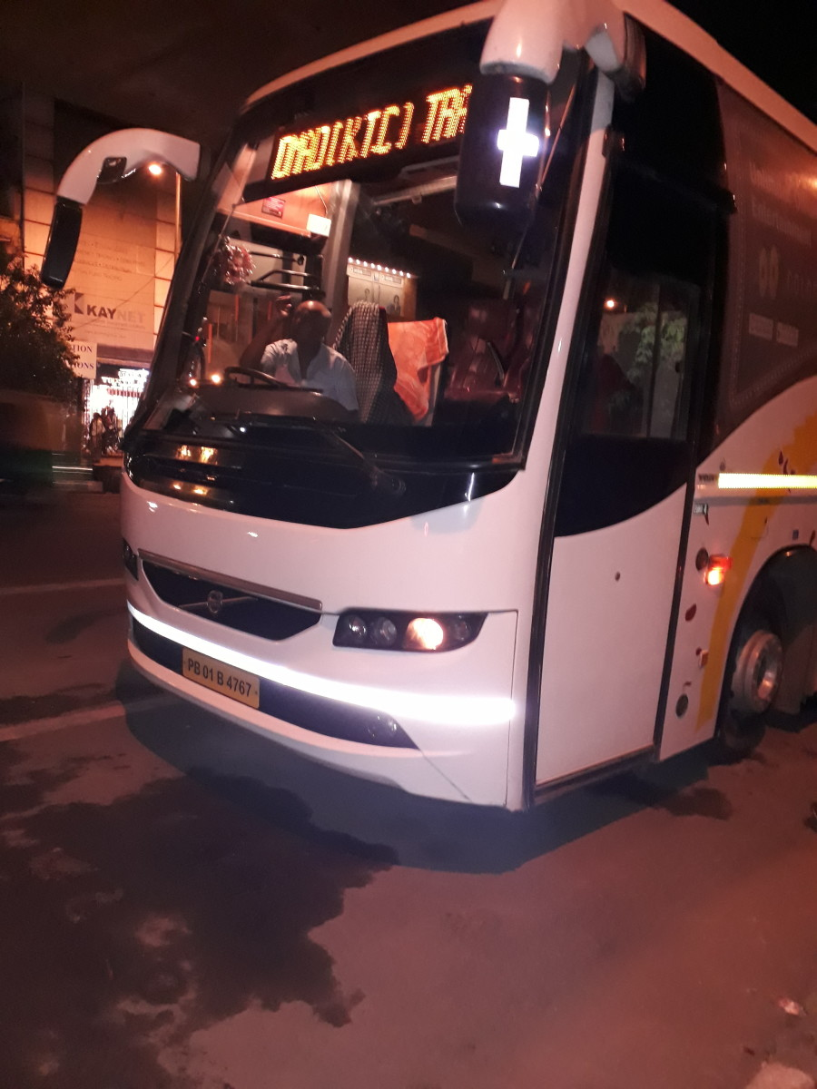 There are a number of Volvo buses that to go Manali. The boarding point is below RK Ashram Marg Metro Station