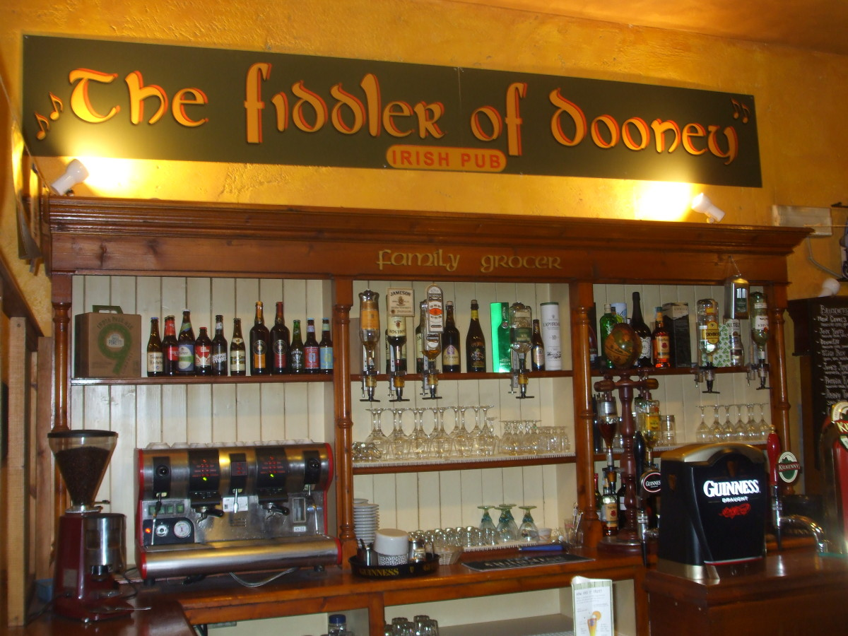 Fiddler of Dooney Irish Bar in via Castello