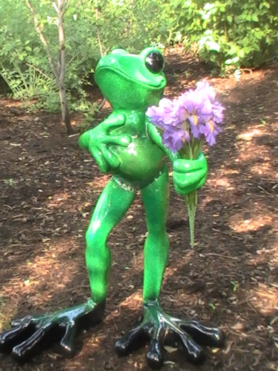 Fun frog along Geneva Lake pathway.
