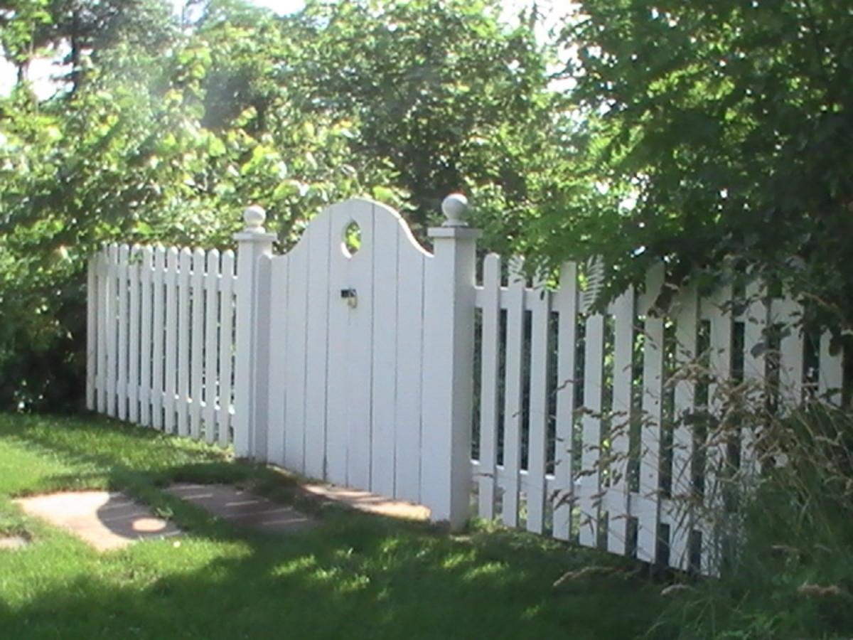 Geneva Lake Wisconsin white picket fence and gate