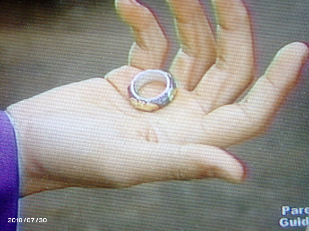 Bidam's hand with the ring