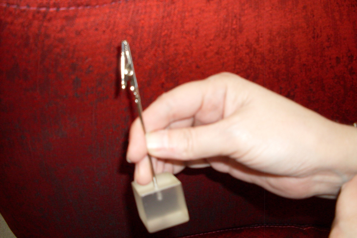 Figure 1. Easy to hang on to because of the weighty glass base, and easy to use because of the alligator clip on the end of a sturdy rod.