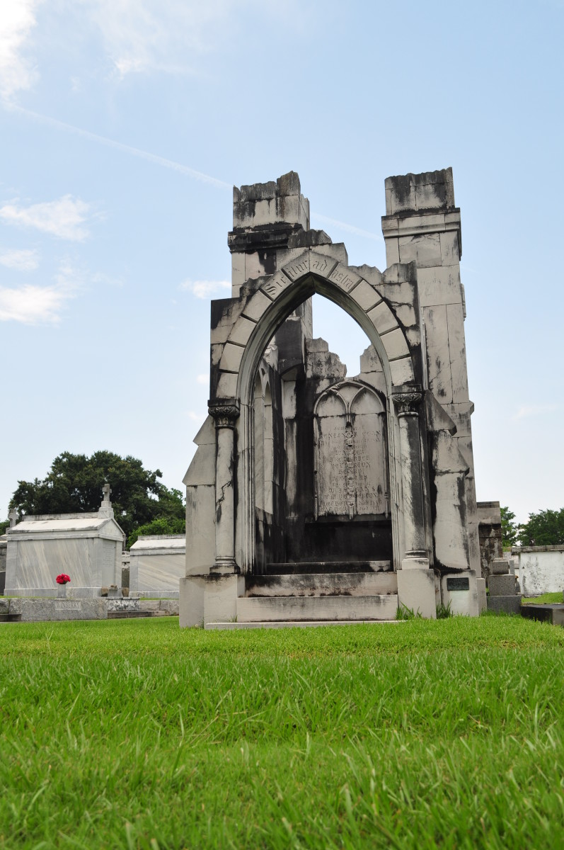 lakelawn-metairie-cemetery-graveyard-to-new-orleans-rich-and-powerful