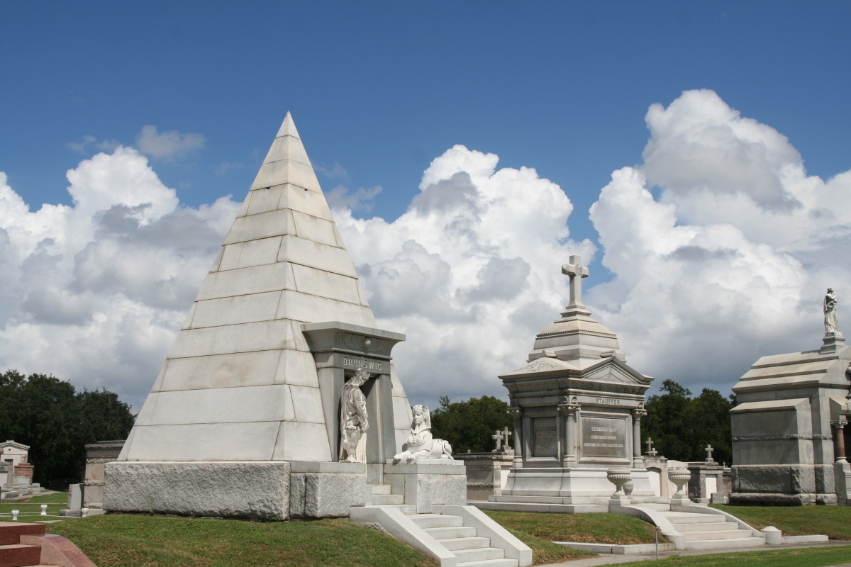 The most expensive tombs in the cemetery are in the far turn of the original racecourse.