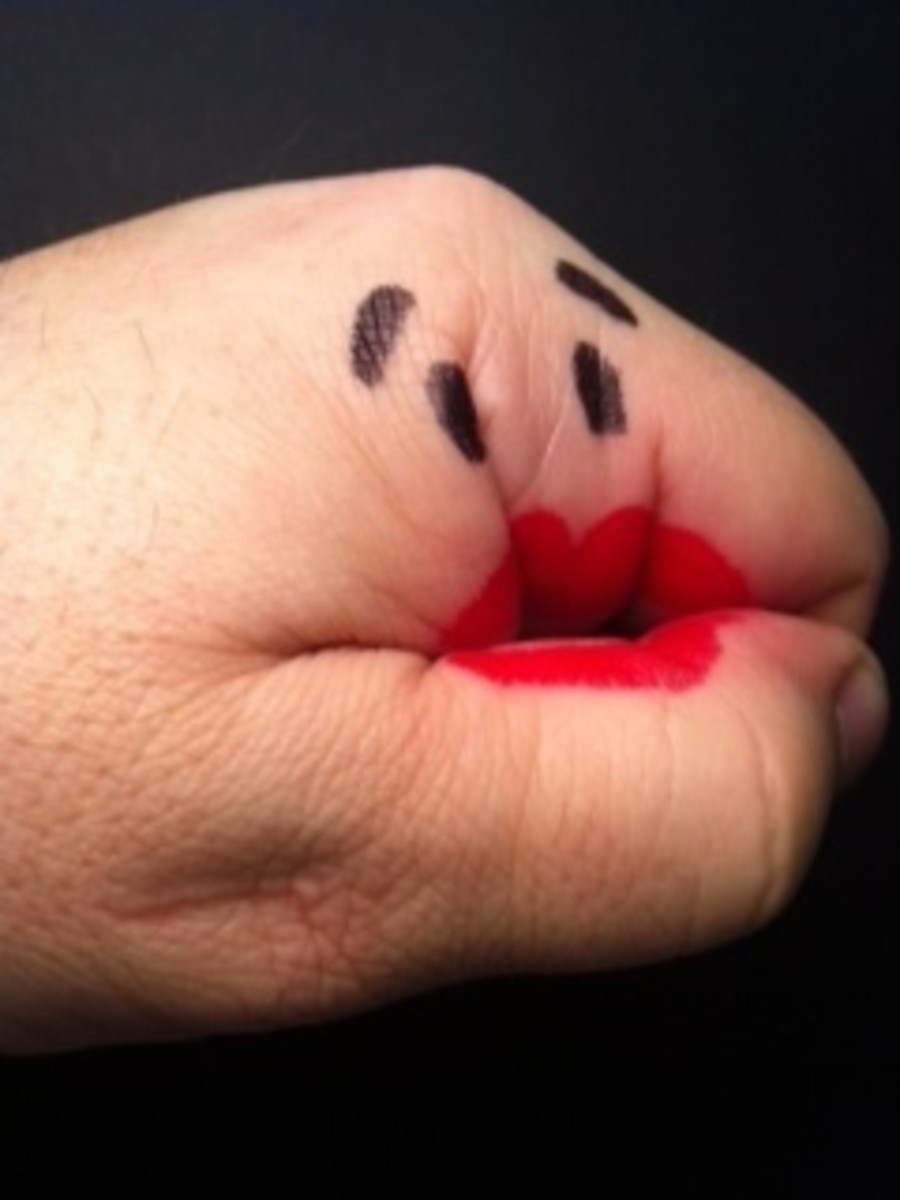 How to Draw a Hand Puppet on Your Hand with a Marker