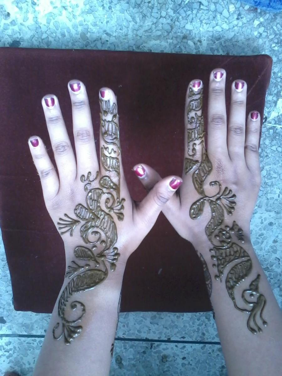 Mehandi applied on back side of palms
