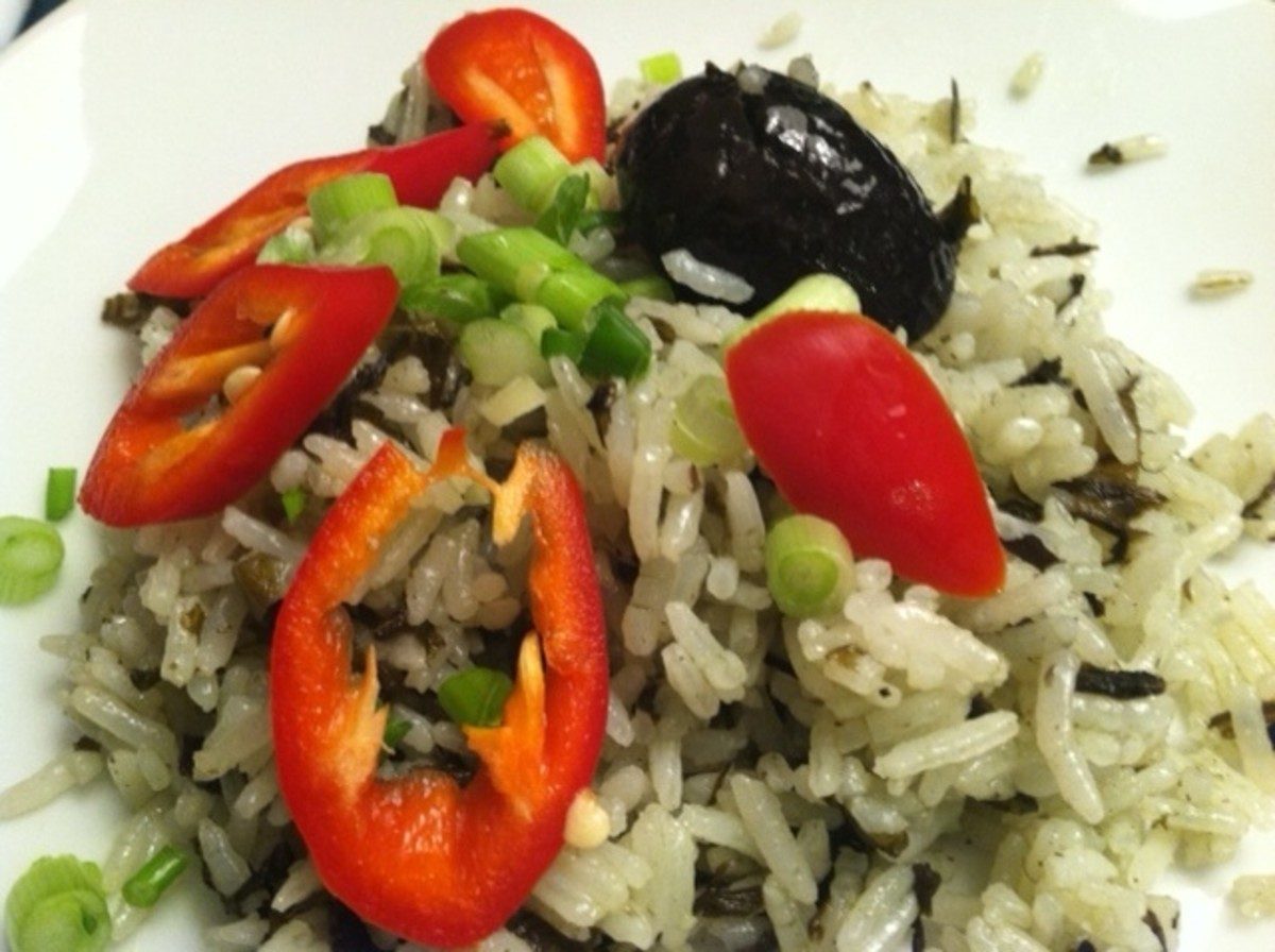 Fragrant, flavorful olive rice. So good you can't stop eating.
