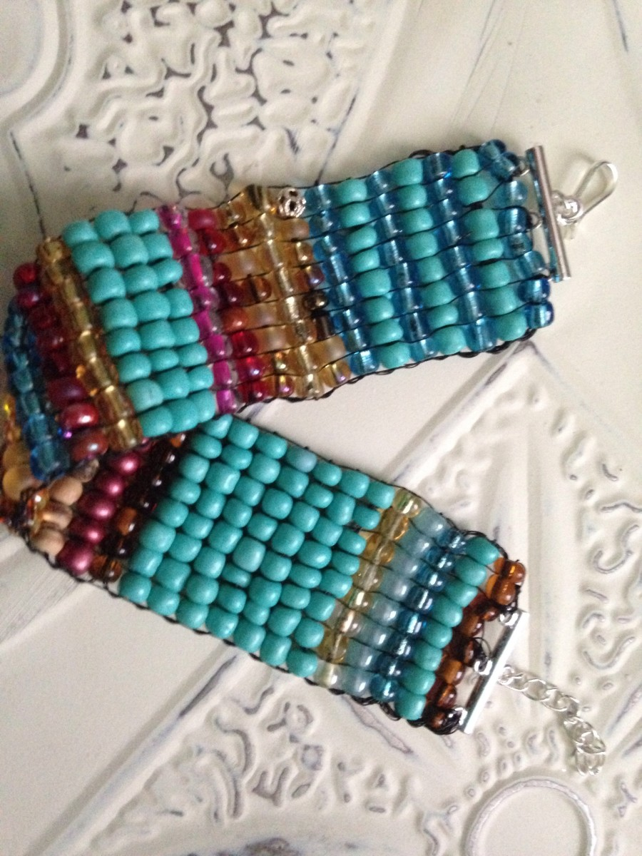 You can make your own Sundance inspired beaded glass bracelets on the Jewel Loom.