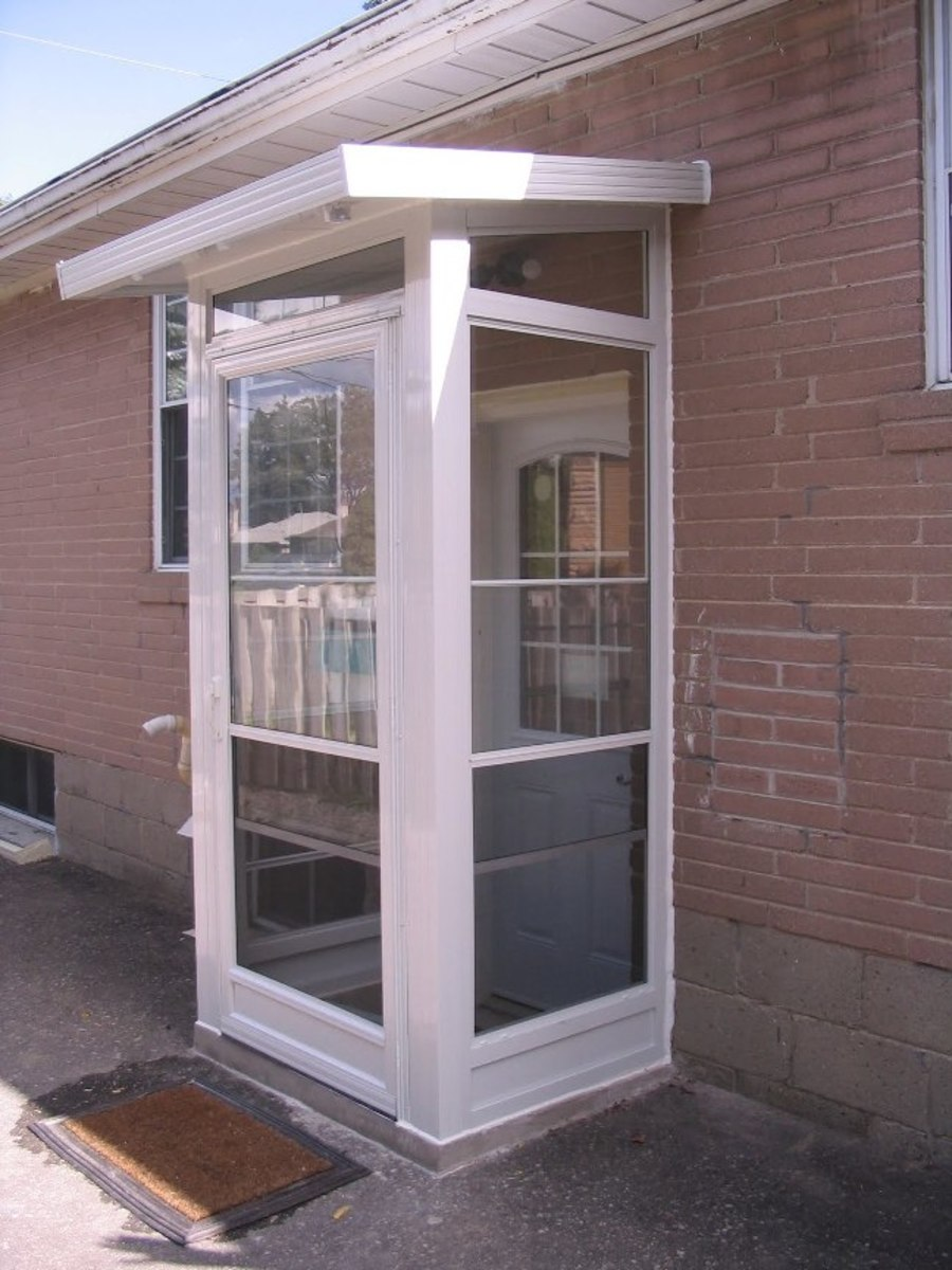 Incorporating a vestibule, like seen on this house, in your cat-shelter design will help prevent cold air from reaching the cat as it beds down for the night.