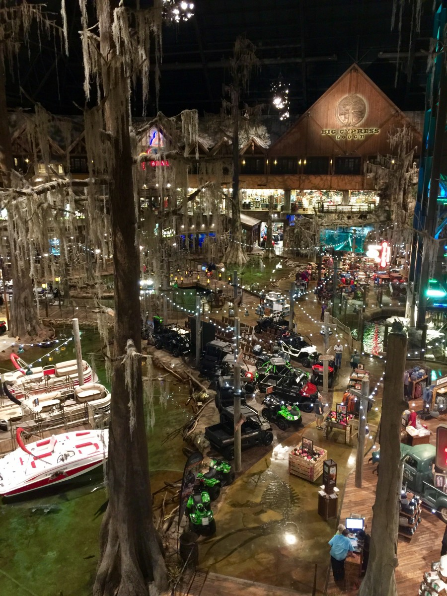 Hotel in a Bass Pro Shop:  Big Cypress Lodge, Memphis, TN