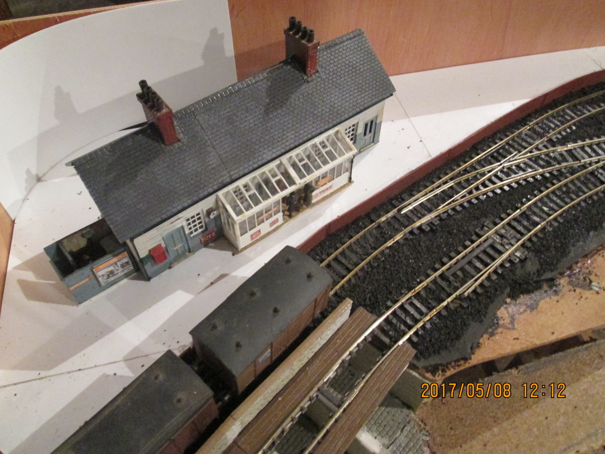 Bird's eye view of the station area. A curved back-scene former has been added for the self-adhesive 1D Back-scene to curve around from the back to the side to avoid that odd appearance of 'cornering'.