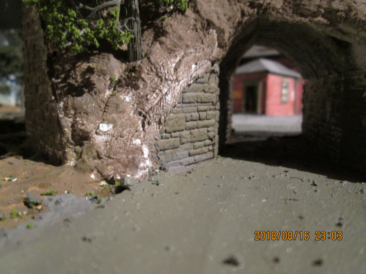 The stone-built underpass walls and road surface have been painted. All that remains is for the tunnel mouth quoin facing, scenic scatter and assorted 'vegetation' to be added in this area