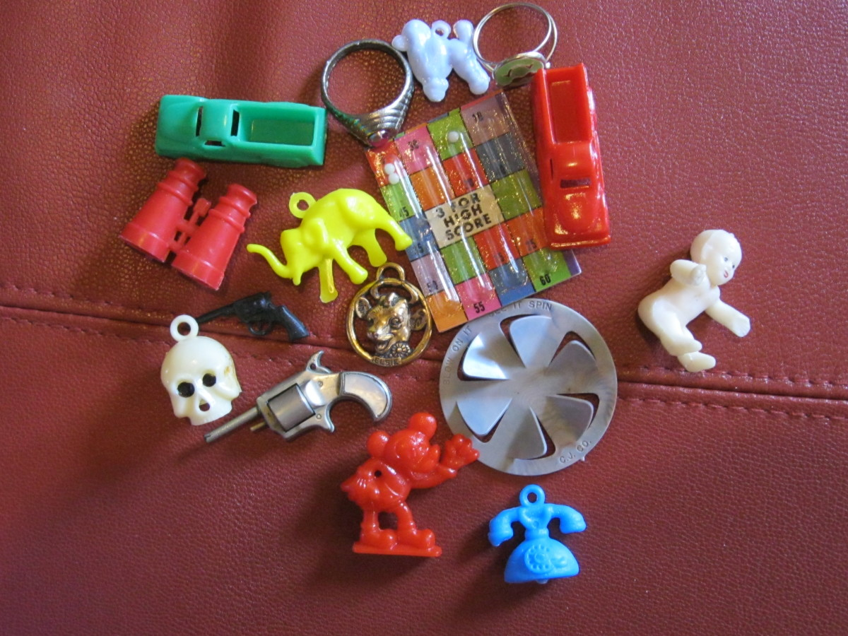 cracker-jack-collecting-vintage-charms-toys-and-prizes-for-the-kid-in-all-of-us