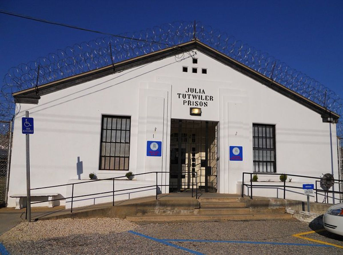 File: Julia Tutwiler Prison, Wetumpka, Alabama.JPG  16 March 2011 Author: Rivers A. Langley  CC-BY-SA-3.0