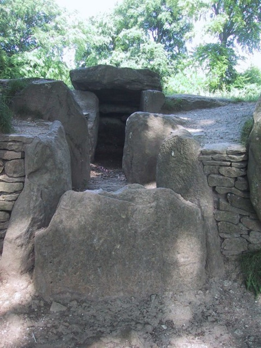 Entrance to Wayland's Smithy