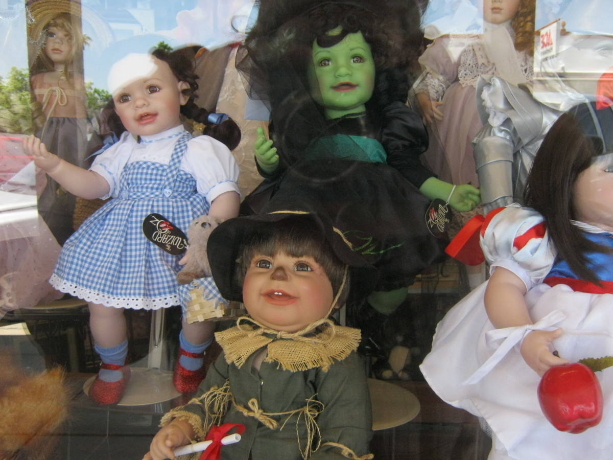 Some VERY interesting character dolls from the Wizard of Oz featured in the window of a darling little doll shop. Next time we are in Boulder City, I am going INSIDE of this doll shop! These dolls look so REAL!