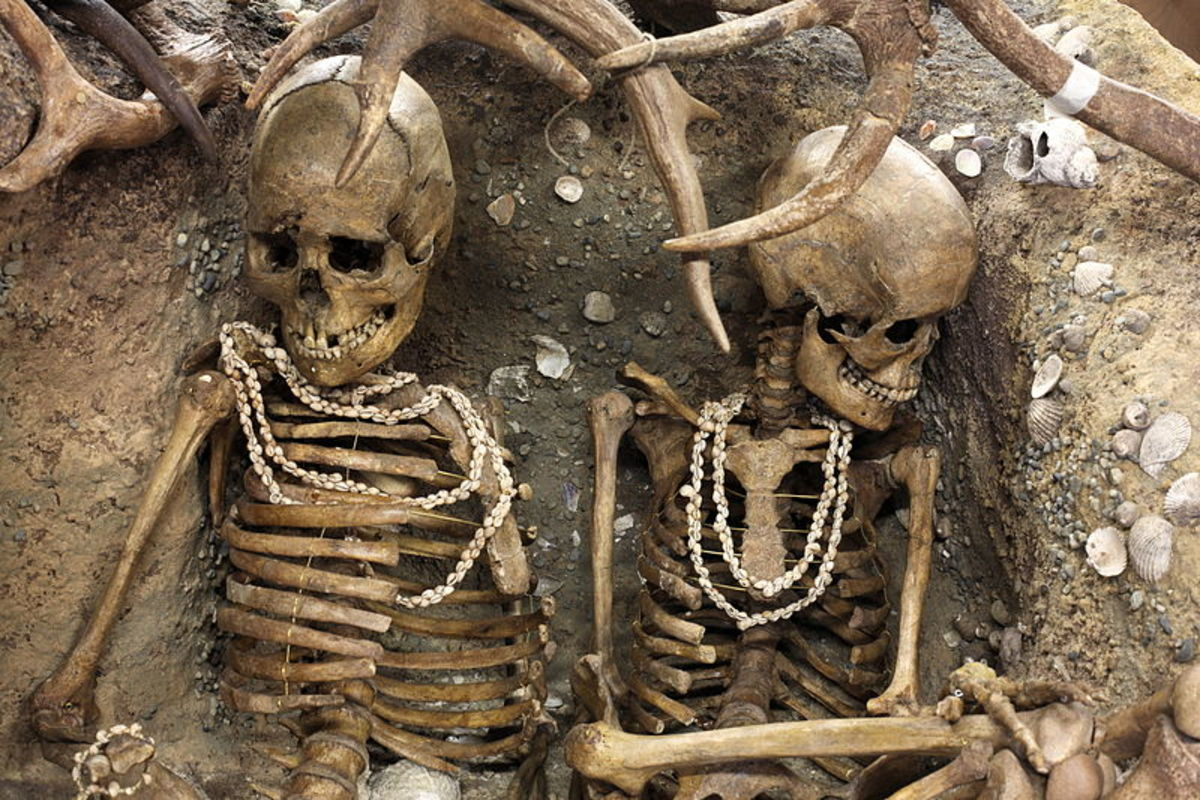 Reconstitution of a prehistoric tomb containing two young women possibly buried alive.