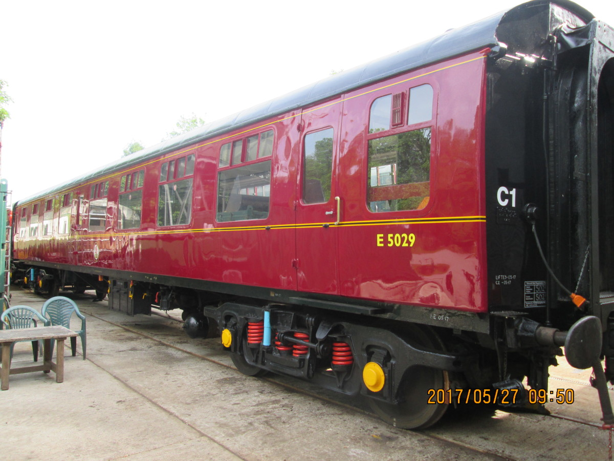 Beautifully restored 2nd generation British Railways open carriage with Commonwealth bogies, Timken roller bearings. Vehicle was privately bought, probably brought on a low-loader, liveried 'chocolate and cream' (Western Region) now with 'E' prefix