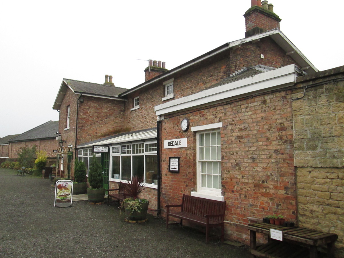 Bedale station, platform frontage - there are several workshops on the yard side, including White Rose, who produce model railway layouts and sell products in the adjoining shop; there's also a reasonably priced cafe