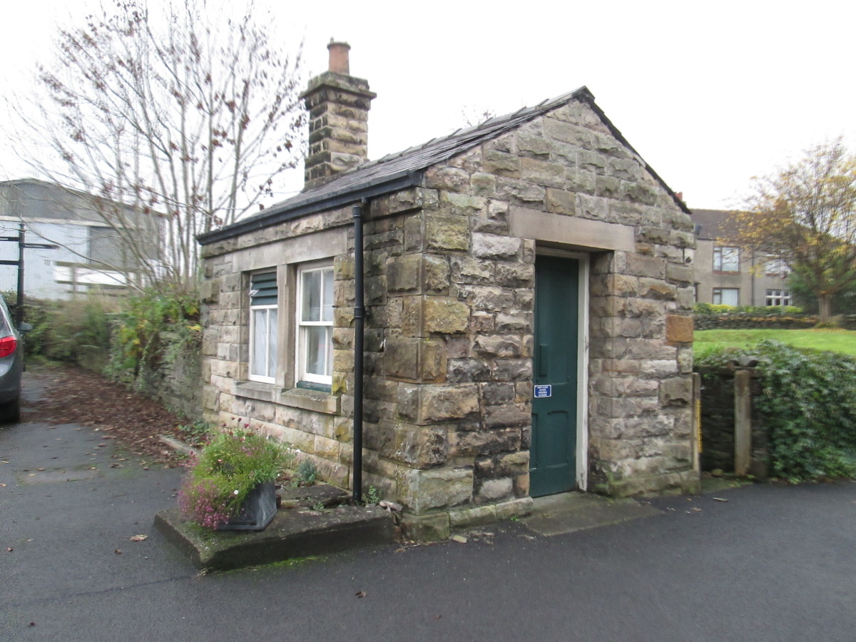 Weigh office in Leyburn's yard stands beside the gate - no longer in use as a weigh office, but provides atmosphere and is useful for those modelling this type of NER building