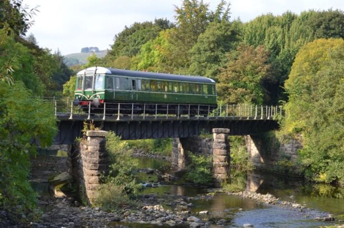 A 'bubble' crosses the River Wear (pron. as 'weir'). One of the 'Heritage Diesels', these vehicles originated on the Western Region, British Railways. They were nicknamed 'bubbles' and some have been bought by several preserved railways.