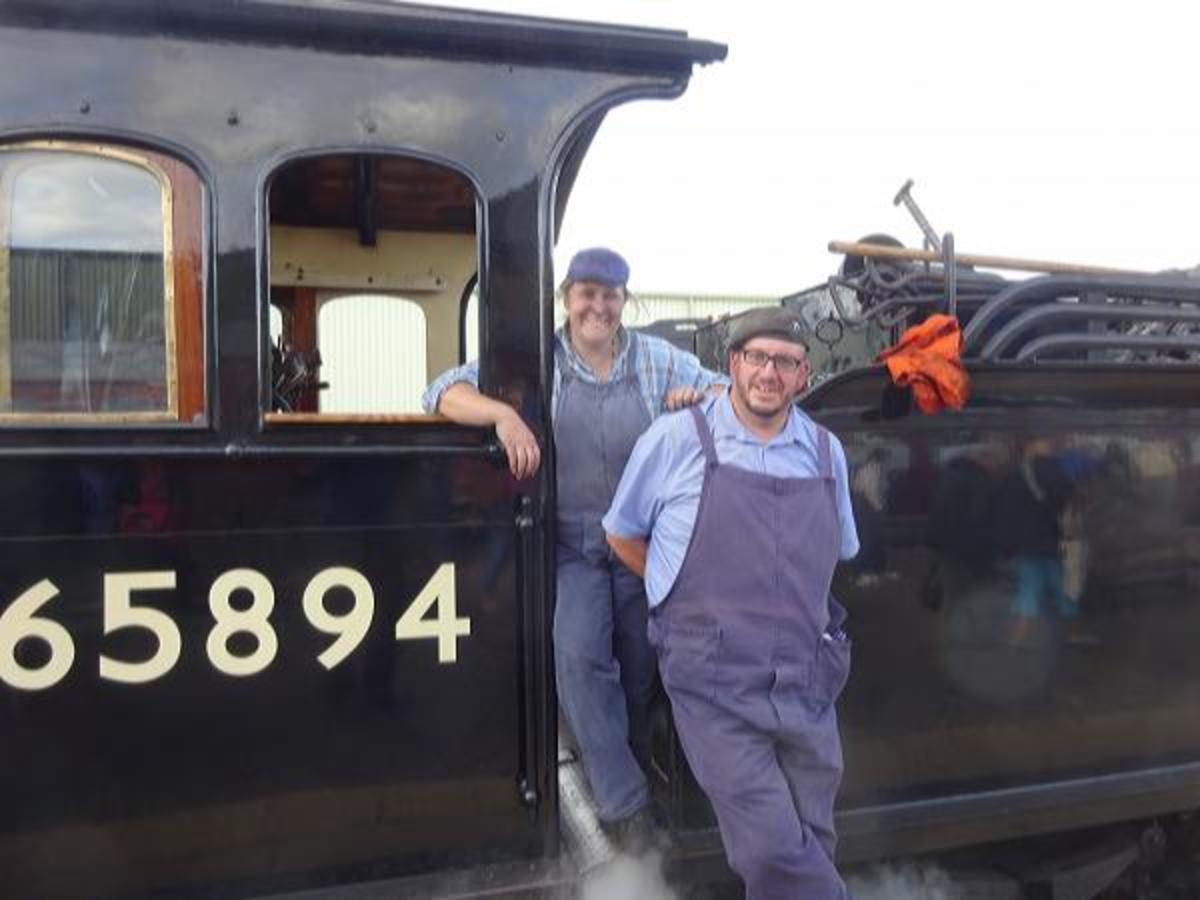 The day before I was there, another crew mans the footplate on 65894