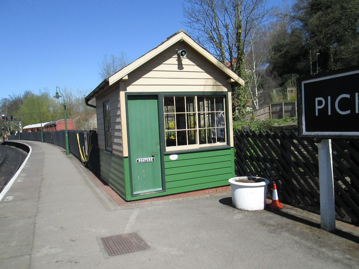 Porter's hut on the 'up' platform next to the footbridge the NYMR bought from East Yorkshire