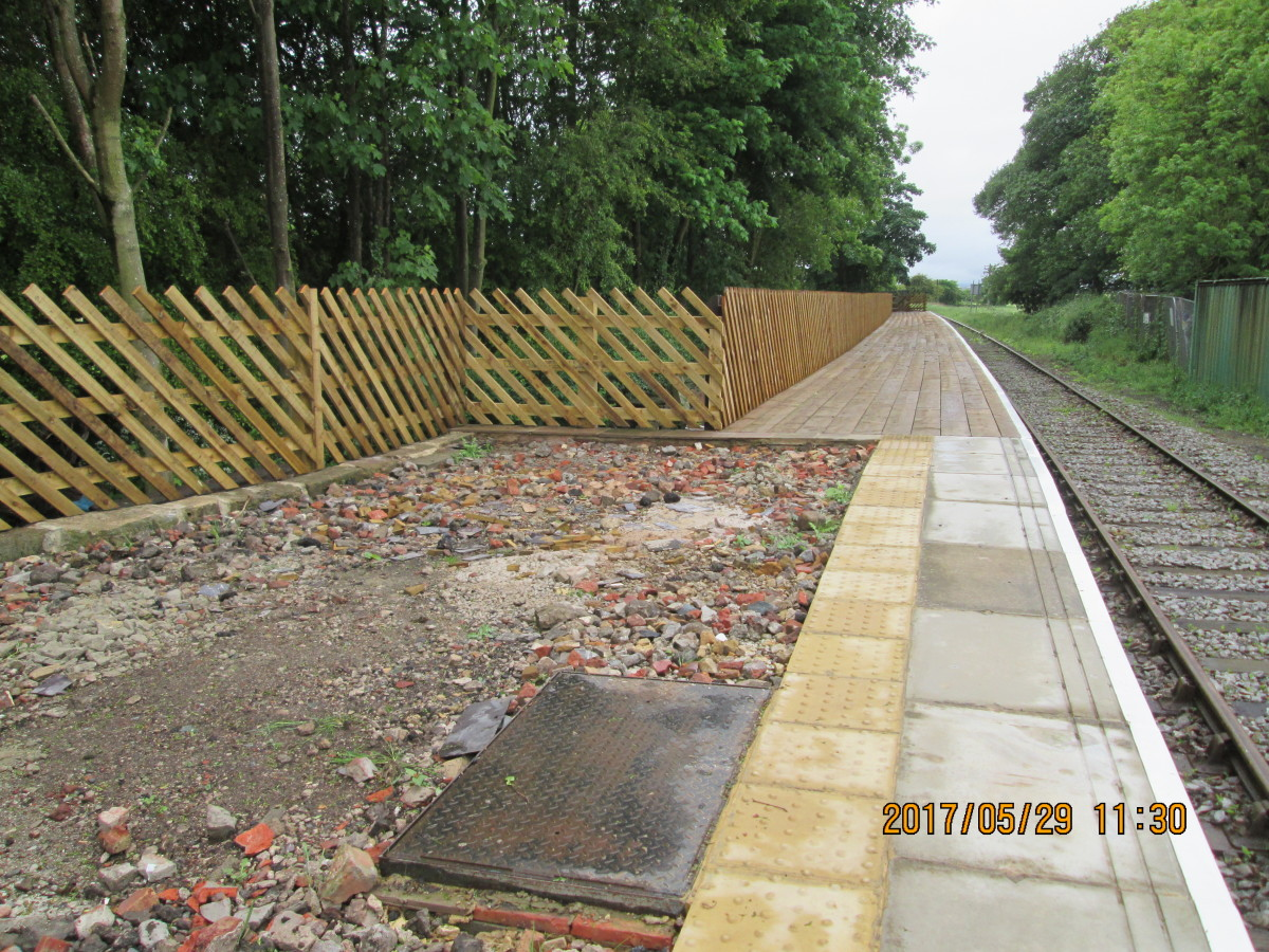 The platform is almost finished, the edging stones in place, back fencing and asphalt surface. Just this section needs the finishing touch.