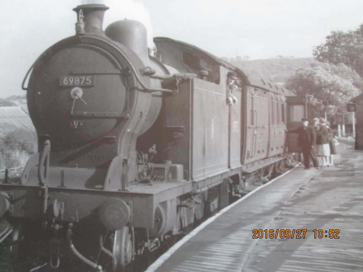 North east of Darlington a Class A8 4-6-2 passenger tank locomotive (rebuilt from 1931 from Raven NER Class D 4-4-4/LNER H1) has a short train headed by Gresley non-corridor Brake 3rd