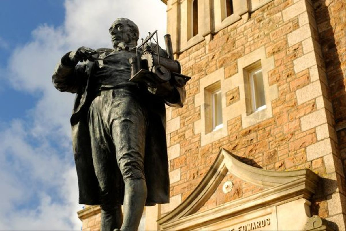 This statue of Richard Trevithick gathers dust in the 'other exhibits' hall at the back of the NRM ought to be at the other end, by the entrance from the Peter Allen building. I'm no Cornishman but... George 'lifted' some of his ideas, gave no credit