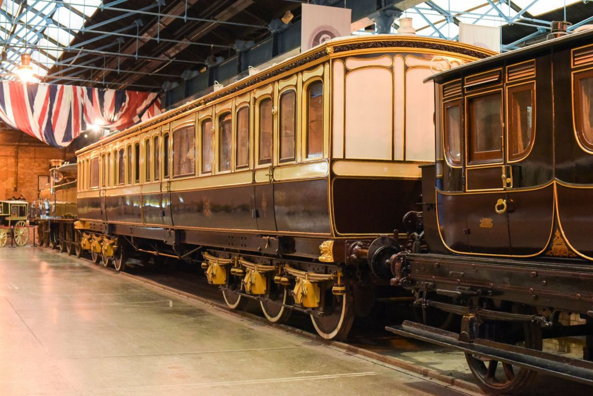 Queen Victoria's favoured railway saloon in LSWR lilac and plum livery