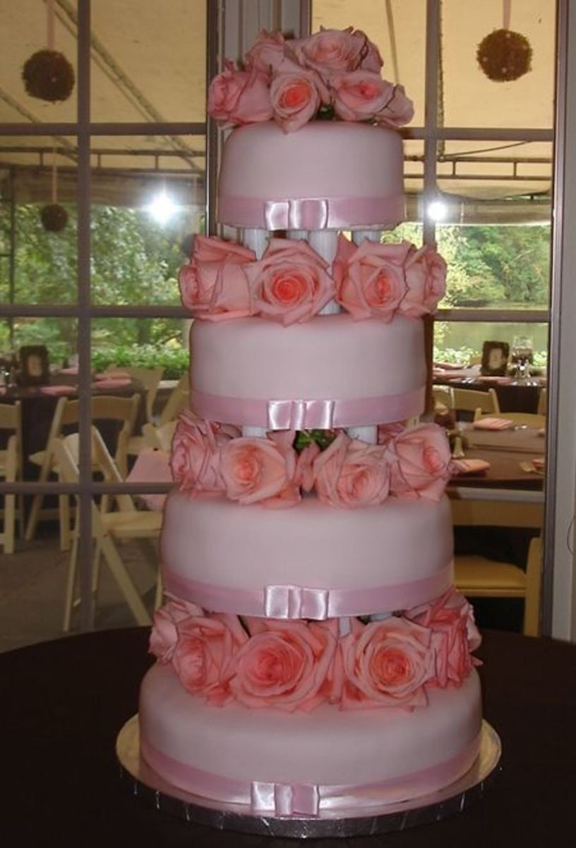 pink wedding cakes with roses