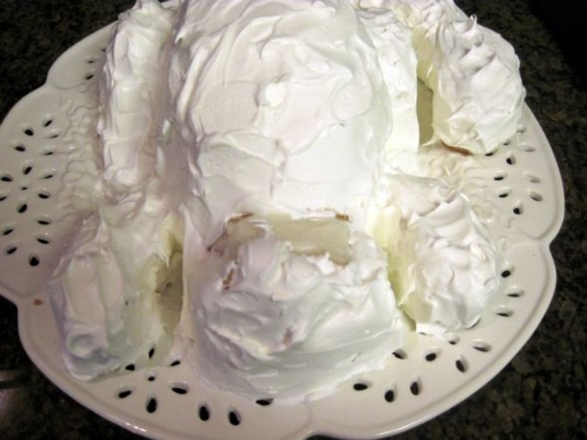 Frost the entire cake with white icing.