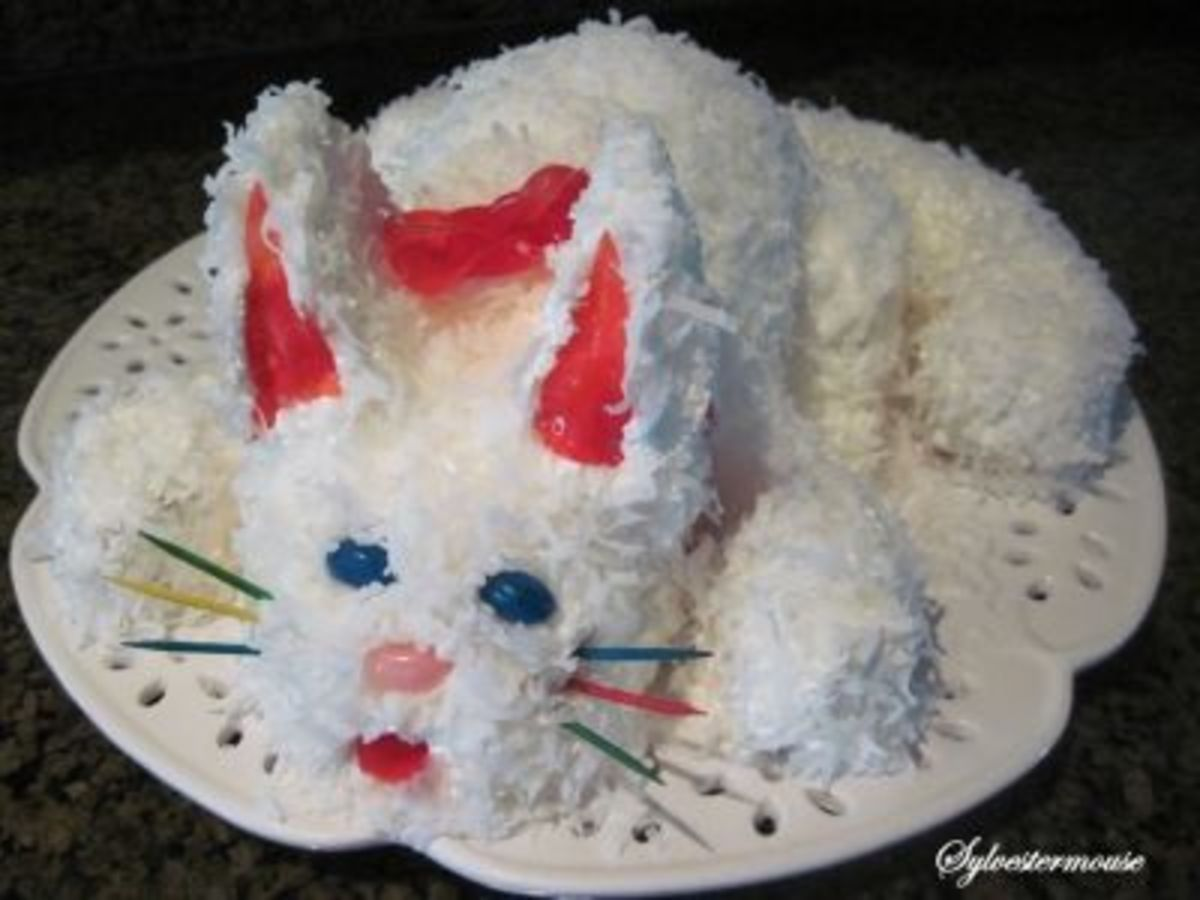 Kitty Cat Cake with Blue Eyes