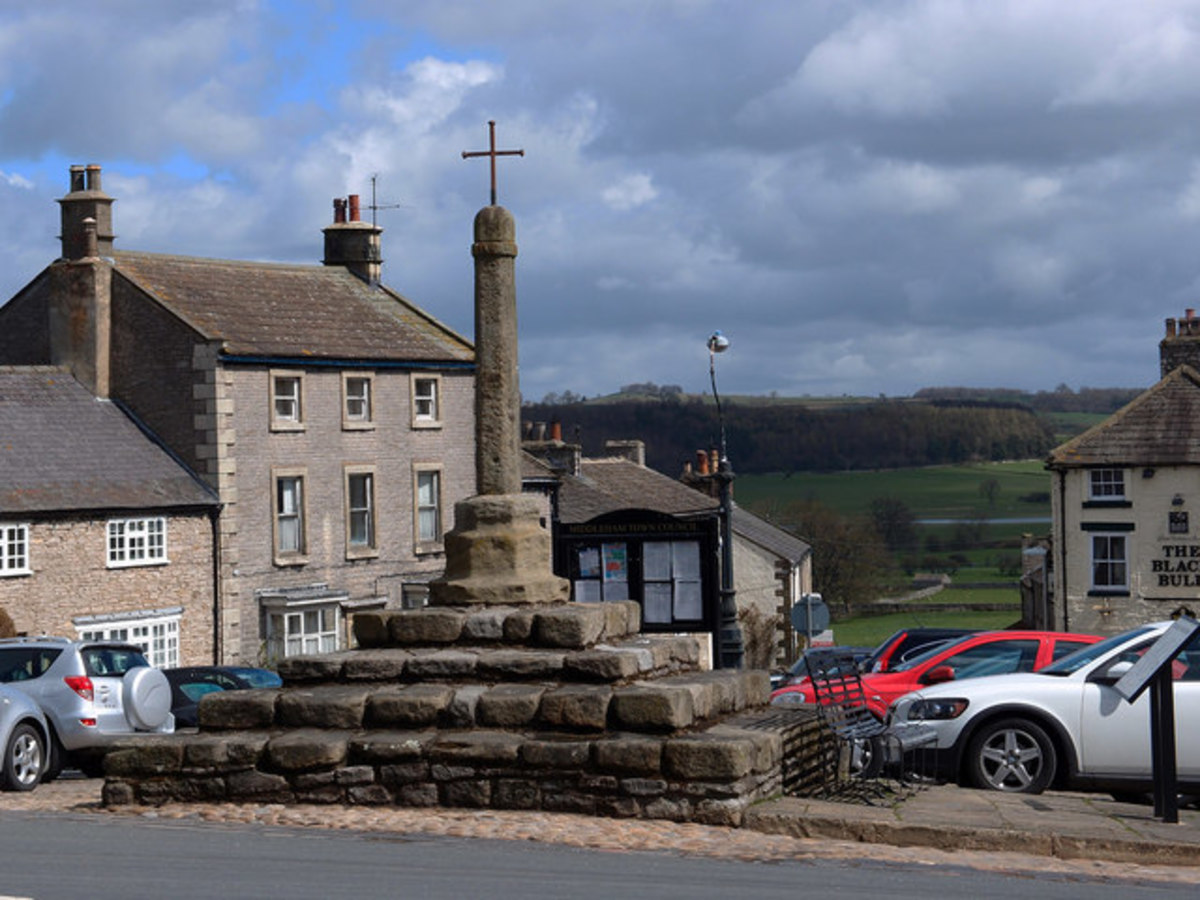 Middleham Market Cross - the smaller metal cross was an add-on to replace the original stone cross