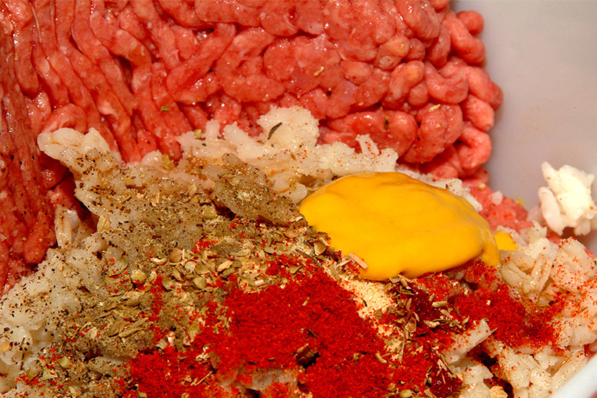 Mix meat and seasoning ingredients together.