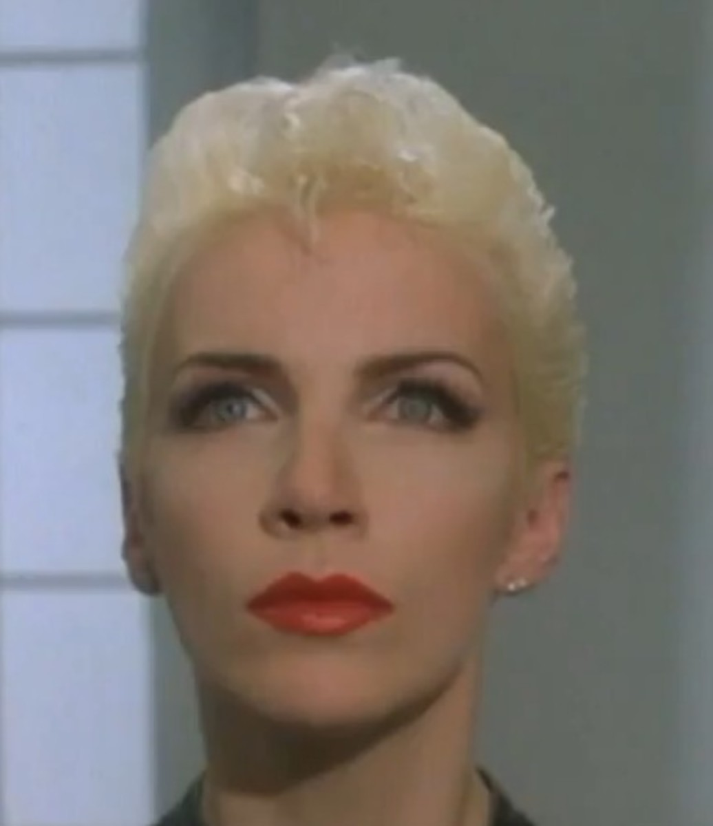 Annie Lennox with Platinum Blonde Hair. Pictures of Celebrities with Platinum Blonde Hair Color.