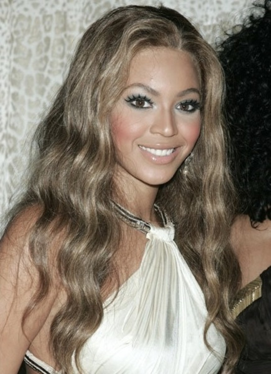Beyonce in long wavy dark ash blonde hair
