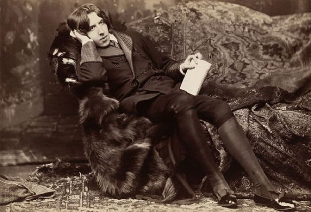 Oscar Wilde has always the same look on photos