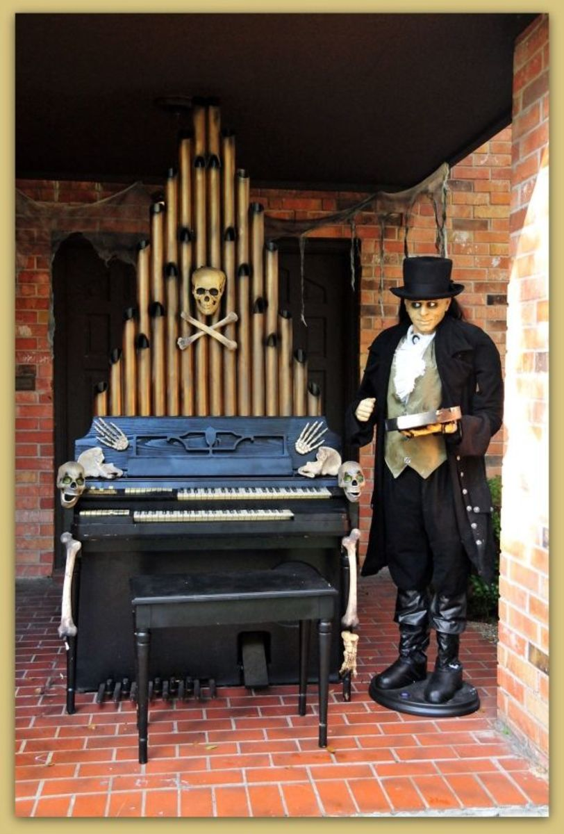 Wurlitzer Model 44 (1953/54-1964?) Electrostatic Reed Organ