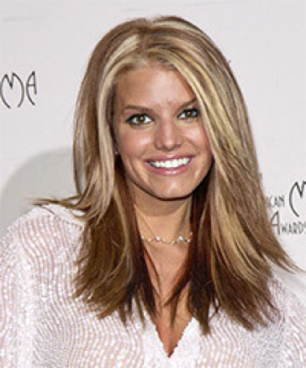 Jessica Simpson in two-tone straight brown and blonde hair